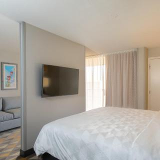 Holiday Inn & Suites Orlando SW - Celebration Area | Kissimmee | spacious hotel suite